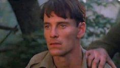 A Bear Named Winnie (2004). Canadian veterinerian Lt. Harry Colebourn (Michael Fassbender). Après la bataille, son meilleur ami est mort. Voir le film : click 2X.