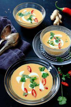 Till morotens och kokosens naturligt söta smak bryter ingefäran och limen fint. Simply Recipes, Veg Recipes, Delicious Vegan Recipes, Cooking Recipes, Lunch Recipes, Vegetarian Soup, Vegetarian Recipes, Good Food, Yummy Food
