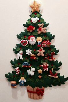 Christmas 2019 : Decoration of elegant Christmas doors 2019 Felt Christmas Decorations, Felt Christmas Ornaments, Noel Christmas, Handmade Christmas, Christmas Wreaths, Elegant Christmas, Christmas 2019, Advent Wreaths, Christmas Tables