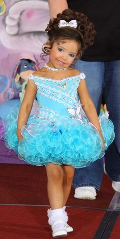 Pagent Dresses For Kids, Glitz Pageant Dresses, Girls Pageant Dresses, Little Girl Dresses, Glitz Pageant Hair, Little Girl Videos, Pagent Hair, Toddlers And Tiaras, Mother Daughter Fashion