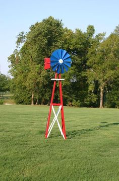 How fun is this red, white, and blue backyard windmill? Maybe a little over the top, but would you add it to your backyard for a July party? Yard Windmill, Windmill Decor, Outdoor Projects, Diy Projects, Pallet Furniture Designs, Bottle Garden, Yard Art, July 4th, Memorial Day