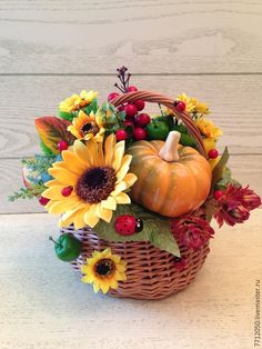корзина с подсолнухами для интерьера дома подарок день учителя 1 сентября подарок на любой случай яркая корзина необычная композиция тыква ягоды яблоки божьи коровки