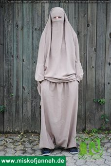 This is another gem from our stock! Check out more on www.miskofjannah.de or feel free to contact us on www.facebook.com/misk.of.jannah or support@miskofjannah.de.#niqab #hijab #khimar #rainbowquran #abaya@TRUETALITY@hijabf