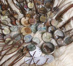 jewelry de relogios # recycled jewelry # original gift # hippie chic # it girl fashion # hippie chic necklace love Hippie Chic, Hippie Style, Recycled Jewelry, Handmade Jewelry, Old Pocket Watches, Healing Bracelets, Woman Fashion, Lisbon, Vintage Jewelry