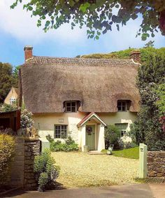 This is just the cutest house 🏡 💚 Reposted from - A dreamy cottage spotted in Lulworth, Dorset by The first floor windows peer out through a fringe of thatched roof. Cute Cottage, Old Cottage, Garden Cottage, Cottage Homes, Cottage Style, Country Living Uk, This Old House, English Country Cottages, Cottage Exterior
