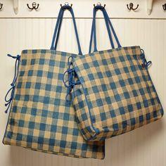 Our Gingham with plastic lining. Burlap Tote, Burlap Crafts, Reduce Reuse, Reuse Recycle, Canvas Handbags, Louis Vuitton Damier, Diaper Bag, Picnic, Fashion Handbags