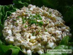 Sałatka z tuńczykiem, jajkiem i serkiem wiejskim to bardzo zdrowa i dietetyczna sałatka bez majonezu. Idealna na śniadanie lub kolacje. Tomato Salad, Fruit Salad, Cold Dishes, Snack Recipes, Snacks, Caesar Salad, Salad Bar, Salad Dressing, Lettuce