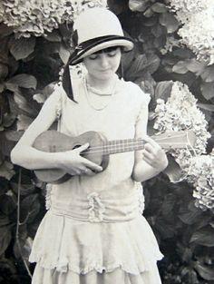 20s ukulele gal