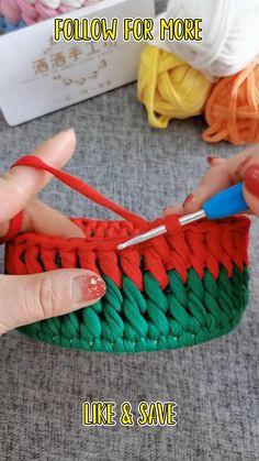 Crochet Basket Pattern, Crochet Square Patterns, Crochet Designs, Knitting Patterns, Crochet Stitches For Beginners, Crochet Videos, Basic Crochet Stitches, Crochet Gifts, Free Crochet