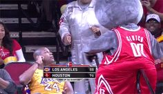 "This Lakers ""fan"" got a face full of cake. 