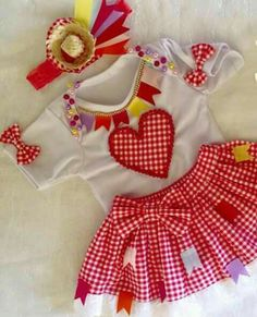 Aniversário African Dresses For Kids, Girls Dresses, Summer Dresses, Mom And Baby, Baby Kids, Kids Outfits, Cool Outfits, Cowboy Girl, Kids Wear