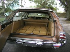 1972 Chrysler Town & Country : folds flat