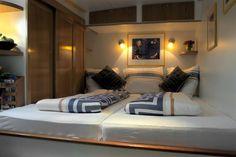 Ruime, twee persoons Slaapkamer aan boord van #Hotel Yacht 'Miro'.