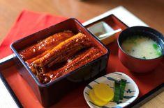 Unagi Kabayaki  Weil man sich ja sonst nichts gönnt, gibt es bei uns eine kleine Portion #Luxus: Unser #Unagi Kabayaki! Feinster #Aal ohne Gräten, glasiert mit einer Sauce aus Sake, Mirin und Sojasauce. Grilled Eel Recipe, Eel Recipes, French Toast, Grilling, Breakfast, Food, Soy Sauce, Food Portions, Luxury