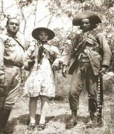 """Cabeças dos cangaceiros expostas em Santana do Ipanema/AL Fonte: Livro """" Lampião e as Cabeças Cortadas, pg. 204, Antonio Amaury e Luiz Ru..."""