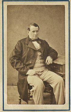 Thierry Hermès, nascido em 10 janeiro 1801 em Krefeld na Alemanha e faleceu no dia 10 de janeiro 1878 , foi o fundador da empresa Hermès.   A cidade, localizada na margem esquerda do Reno foi anexada à França, era famosa por sua estamparia têxtil.   http://sergiozeiger.tumblr.com/post/107832948608/thierry-hermes-nascido-em-10-janeiro-1801-em