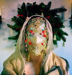 Magnhild Kennedy / olokosmon / masque / plumes / vêtements / motif