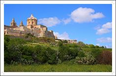 Wow ... gorgeous shot of Mdina #Malta in the spring