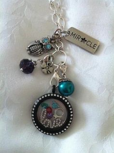 Origami Owl Living Lockets make great gifts!! This locket features our new window plate!! Get your new window plate today for just $16 plus tax/shipping.http://angelacross.origamiowl.com/default.aspx #origamiowl #windowplate #love #Christmas #gift #silver #red #green #dangle #livinglocket #crystals #birthstones #boxchain #holiday