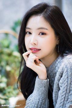 Photo album containing 9 pictures of Naeun Kpop Girl Groups, Korean Girl Groups, Kpop Girls, Korean Beauty, Asian Beauty, Divas, Strawberry Hair, Son Na Eun, Apink Naeun