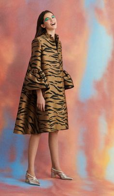 Carolina Herrera Pre-Fall 2019 Fashion Show - Herren- und Damenmode - Kleidung Trend Fashion, Fashion Mode, Hijab Fashion, Love Fashion, Runway Fashion, Fashion Show, Autumn Fashion, Fashion Dresses, Womens Fashion