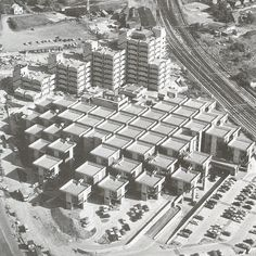 Where the center are interstitial spaces Centraal Beheer Herman Hertzberger Apeldoorn, 1972