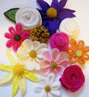 youmakeitsimple: Felt Flowers--substitute polar fleece for embellishment on knit headbands