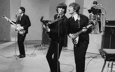 Live The Beatles, John Lennon, George Harrison Ringo Starr & Paul McCartney.
