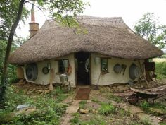 Hobbit-style cob house built by retired art teacher Michael Buck for just $150 ($250) in his garden in Oxfordshire