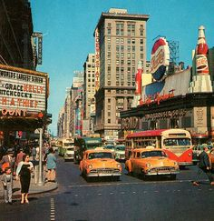 retro, vintage, and city image City Aesthetic, Aesthetic Vintage, Aesthetic Photo, Aesthetic Pictures, The Last Summer, Vintage New York, Retro Vintage, Vintage Cars, Andy Warhol