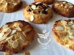 Biscoitinhos de Coco e Amêndoas Low carb e sem gluten Serve: 10/12Ingredientes:100 gr de coco ralado 100 gr de farinha de amêndoas 1 pitada de sal S