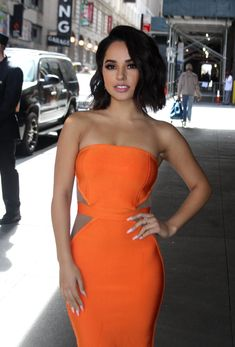 Becky G in orange strapless bodycon dress Becky G Hair, Becky G Style, Elegantes Outfit Frau, Jessica Clement, Girl Crushes, Beauty Women, Gorgeous Women, Celebrity Style, Celebrity News