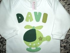 Lindo body ou camiseta em tecido de algodão bordado à mão em patchwork. Fazemos qualquer tamanho, cor ou desenho. Nos consulte sobre disponibilidade de produtos. R$ 45,00