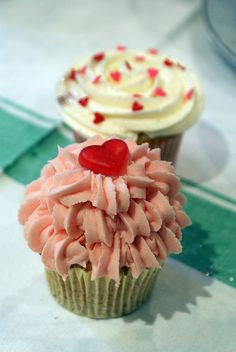 Love cupcakes by Icing Bliss, via Flickr