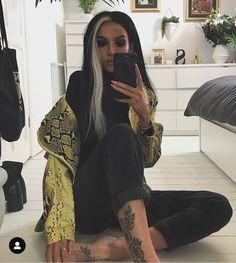 🥶🥶🥶 EYES: x urban bible palette lashes - pride LIPS: Hair Color Streaks, Blonde Streaks, Hair Color And Cut, Hair Dye Colors, White Streak In Hair, Split Dyed Hair, Aesthetic Hair, Dye My Hair, Grunge Hair