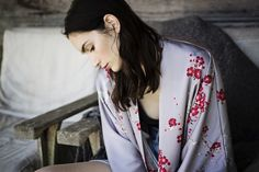 Vintage inspired kimono robe. An ideal lounge robe, a practical & pretty dressing gown for the bride and bridesmaids, maternity & hospital robe, and a swimsuit coverup. // OldShanghaiOnline.com