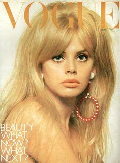Vogue Cover, June 1966 - Ideal women's beauty, the year before Twiggy. Lauren Hutton, Retro Mode, Mode Vintage, Vintage Vogue, Vintage Makeup, Vintage Beauty, Catherine Deneuve, Twiggy, Britt Ekland