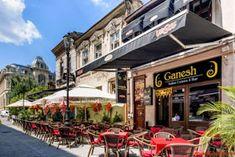 Turist în București: Strada Franceza - Centrul Vechi - Bucuresti Romania People, Mansions, House Styles, Home Decor, Bucharest, Decoration Home, Manor Houses, Room Decor, Villas