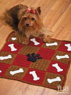 Puppy blanket - instead of crochet, use flannel Crochet World, Crochet Home, Knit Crochet, Blanket Crochet, Crochet Dog Clothes, Crochet Dog Sweater, Granny Square Stocking, Point Granny Au Crochet, Dog Blanket