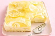 Lemon curd cheesecake slice