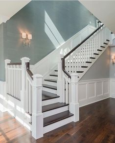 Awesome Modern Farmhouse Staircase Decor Ideas – Decorating Ideas - Home Decor Ideas and Tips - Page 5 Interior Design Minimalist, Luxury Interior Design, Luxury Decor, Home Renovation, Home Remodeling, Foyer Decorating, Decorating Tips, Decorating Stairway Walls, Stairways