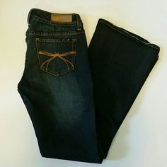 💜2/$34💜 Seven7 Premium Dark Jeans Cool bow and rhinestone detailing on back pockets. EUC Some lighter whiskering on super dark wash. Inseam is 32 inches 99% cotton 1% spandex BUNDLE TO SAVE EVEN MORE Seven7 Jeans