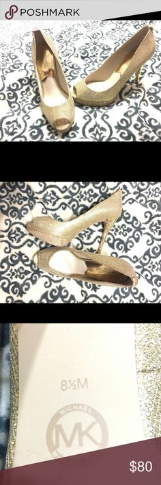 Michael Kors Gold Glitter Leather Pumps Crafted in glitter mesh fabric, these pumps were made for make-it-or-break style situations! 💁🏼‍♀️👠 -Circular logo detailed hardware at heel -Leather lining and insole -Stiletto heel and glittering finish -Approx. 3.75 inch heel , 0.5 inch platform *Worn 1 time to Prom Michael Kors Shoes Platforms