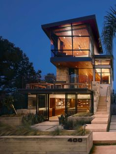 elevation architecture house A modern tree house built for family living in Manhattan Beach Modern Tree House, Modern House Design, Modern Family House, Architecture Design, Classical Architecture, Casas Containers, Modern Mansion, Dream House Exterior, House Exteriors