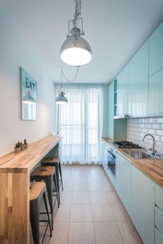 44 Modern Small Kitchen Design Ideas For New Apartment - Insider Tips For Small Kitchen Layout Kitchen Room Design, Home Decor Kitchen, Kitchen Interior, Home Kitchens, Small Galley Kitchens, Small Kitchen Layouts, Narrow Kitchen, Japanese Apartment, Rustic Country Kitchens