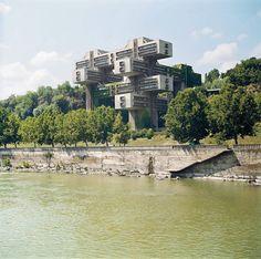 Inspired by the finest Supremacist utopias, the Georgian Ministry of Highways with its reduced anchorage. (G. Chakhava, Z. Dzhalaganiya, T. Tkhilava, V. Klinberg) Tbilisi, Georgia, 1974