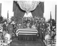 April FDR dies in Warm Springs, Georgia. Franklin D. Roosevelt's funeral service in the East Room of the White House. 32 President, President Roosevelt, Franklin Roosevelt, Theodore Roosevelt, American Presidents, American History, Presidential History, Honor Guard