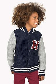 Chunky baseball-inspired cardigan with contrasting sleeves and striped collar, cuffs and hem. Warm and soft cotton-nylon-wool blend in a chunky rib knit. Large Hilfiger Denim 'H' applique on the chest adds to the authentic look. Logo flag on the sleeve.
