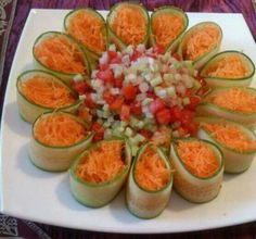The most unusual salad design ideas - Page 2 — Newsquote Salad Design, Food Design, Design Ideas, Salad Presentation, Food Carving, Food Garnishes, Garnishing, Veggie Tray, Cooking Recipes