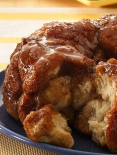 Classic monkey bread recipe, oozing with warm caramel and cinnamon. Monkey bread is irresistible! #PillsburyEaster